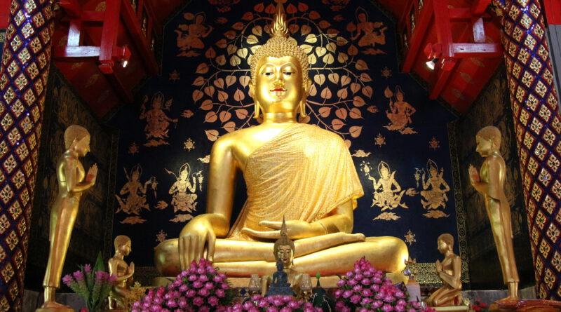 """""""พระเจ้าเก้าตื้อ"""" พระพุทธศิลปะล้านนาอันงดงาม ได้กราบไหว้บูชาถือเป็นมงคลแก่ชีวิต"""